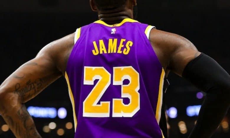 LeBron James si jugaría sin fanáticos por Coronavirus